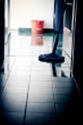 ist1_6741120-wet-floor